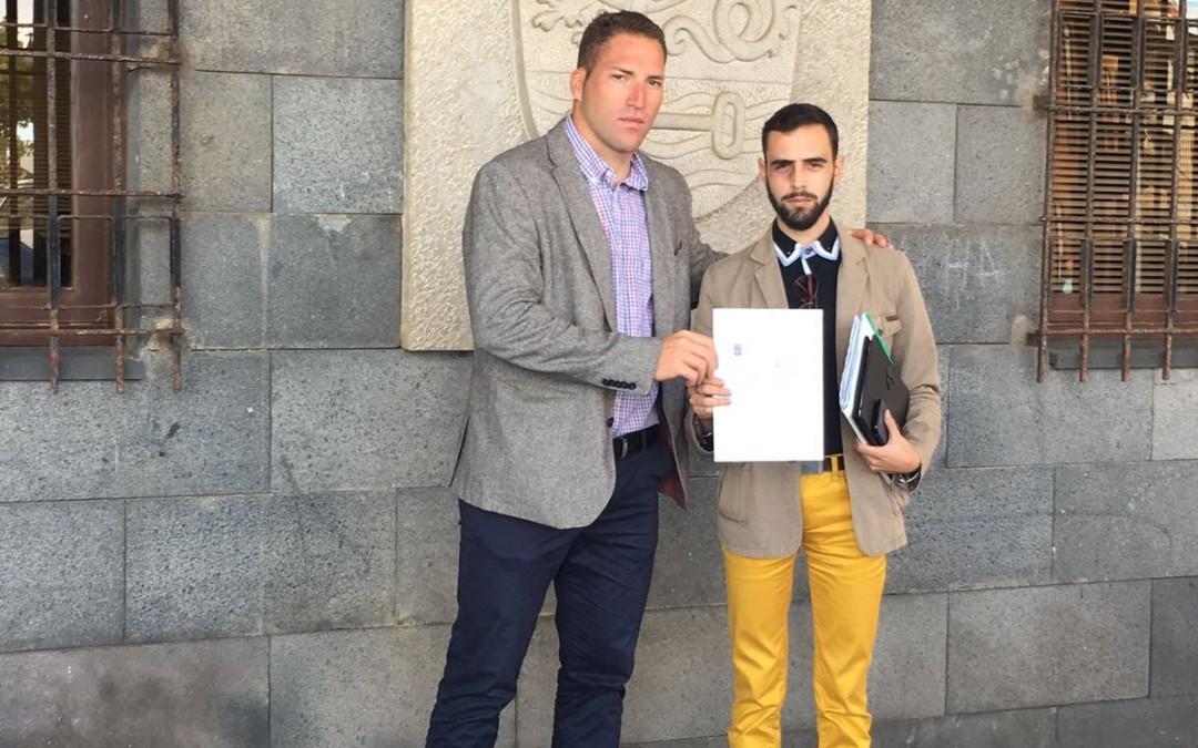 Aday Amorín junto a Santiago González