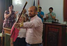 Antonio González recibió el bastón de mando de la mano de su socia de gobierno Ángeles González