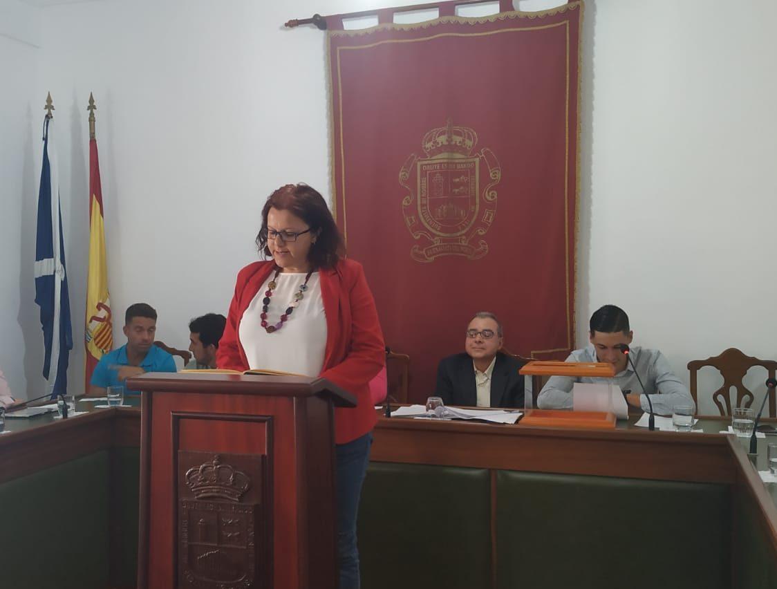 Eva García, líder de la oposición, jurando su cargo