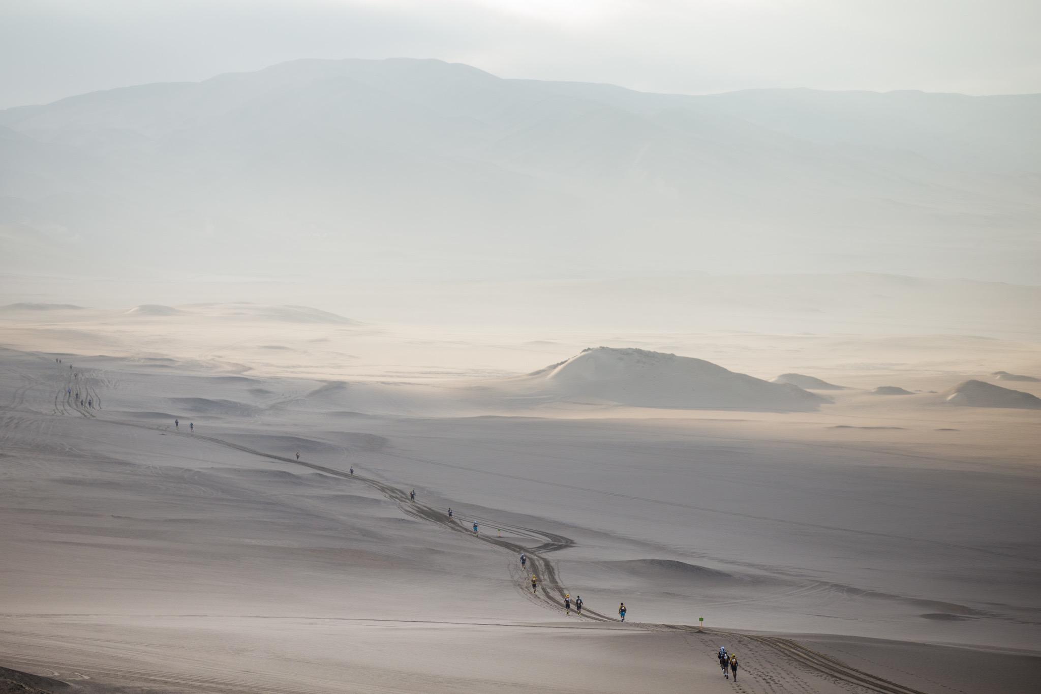 Imagen de la carrera Half MDS en el desierto de Ica, Perú