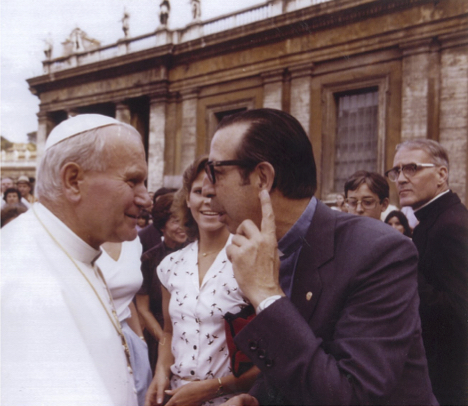 Yanes Valer con el Papa Juan Pablo II